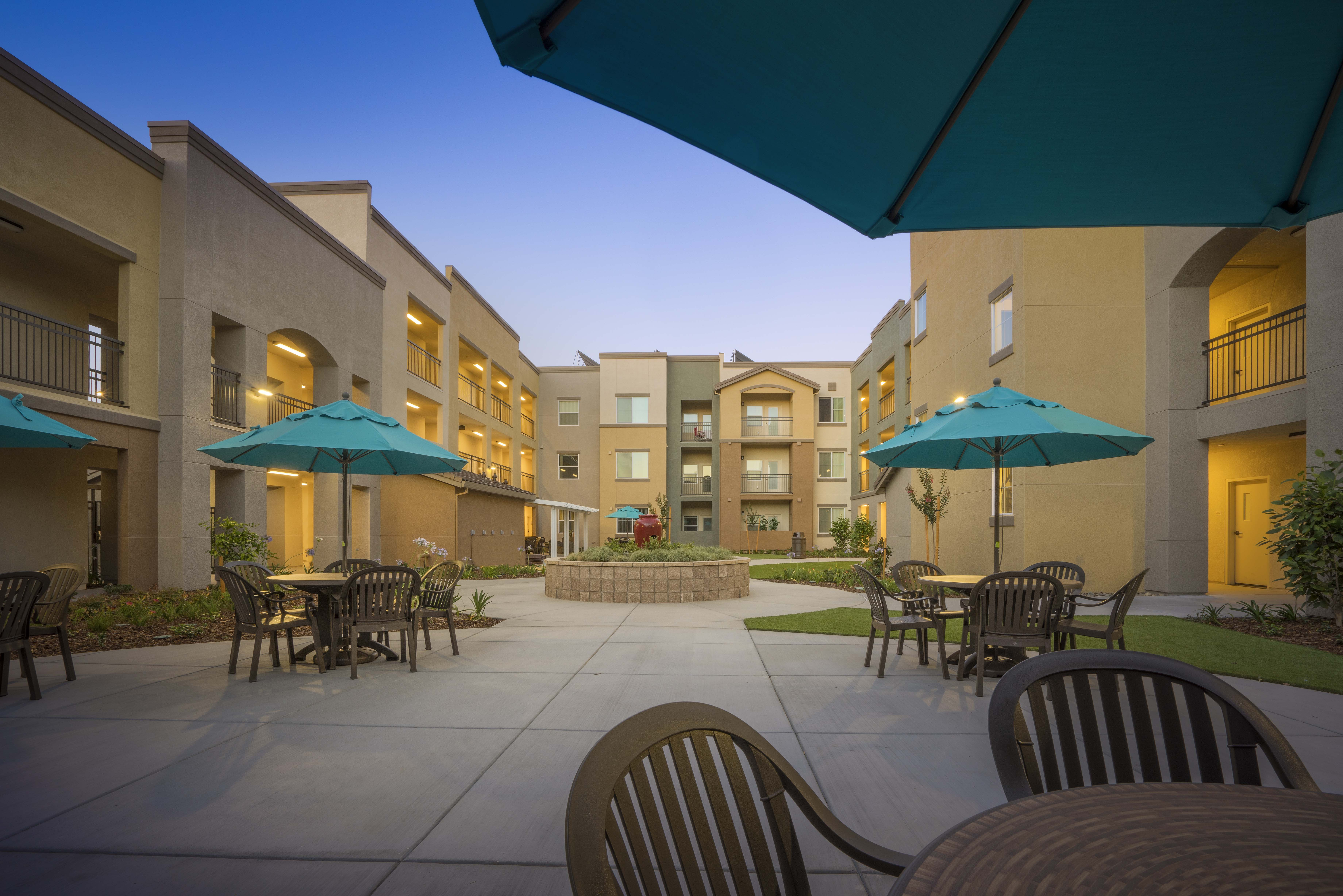 Arbor Creek Senior - Courtyard 3