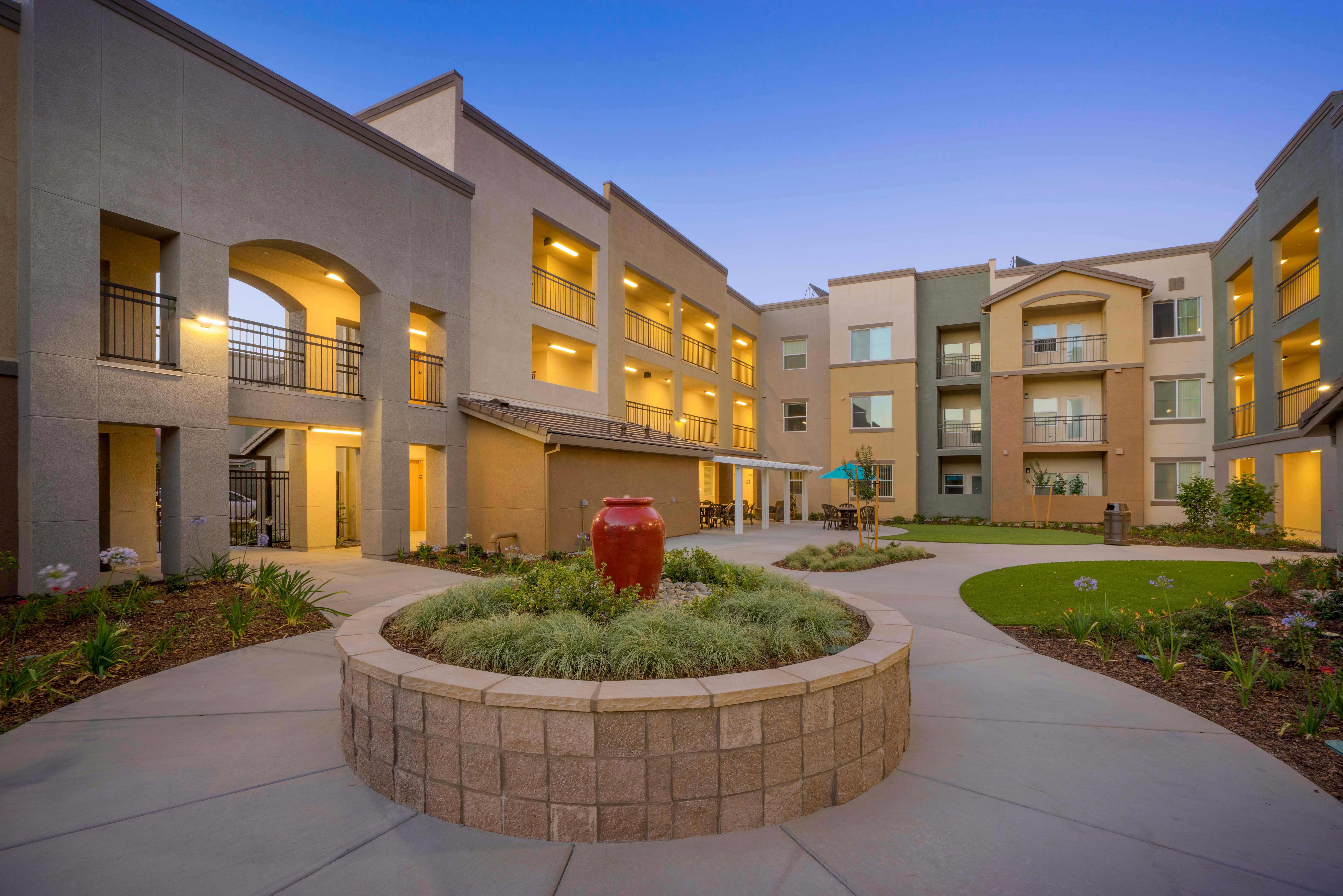 Arbor Creek Senior - Courtyard-4